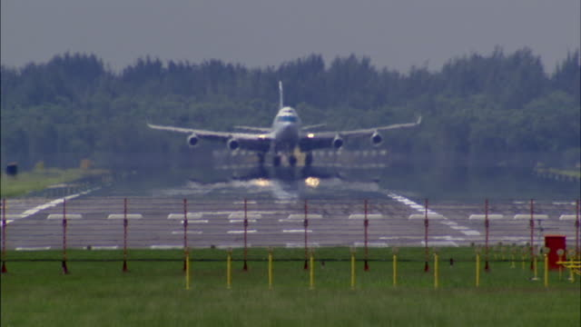 ms, airplane landing on tarmac, singapore - south east asia stock videos & royalty-free footage