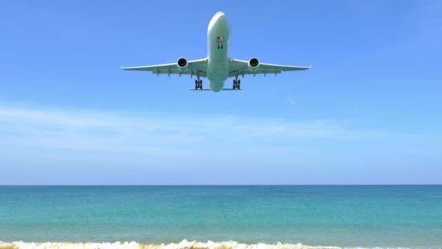 Vliegtuig Landing op het strand.
