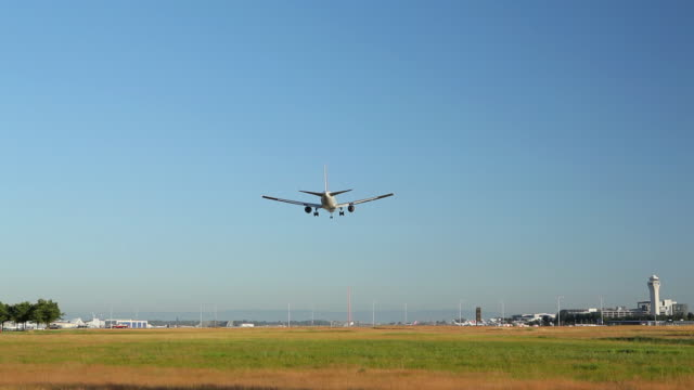 HD airplane landing overhead