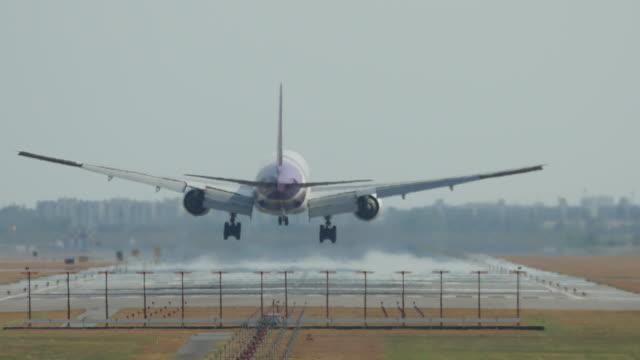 stockvideo's en b-roll-footage met vliegtuig landing - tandrad
