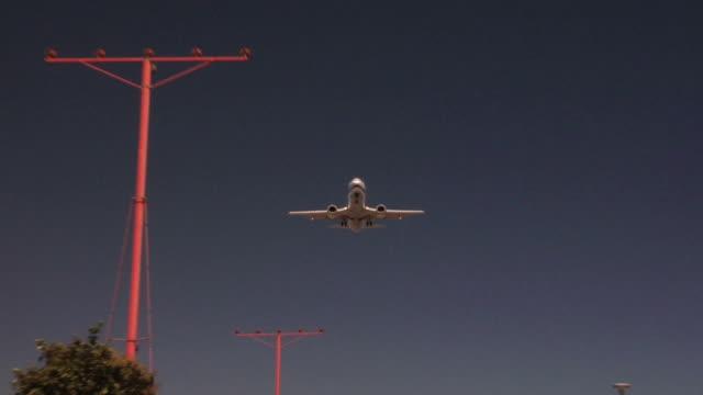 airplane landing wide shot - landing touching down stock videos & royalty-free footage