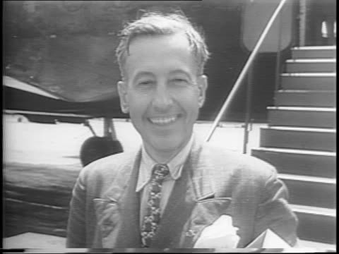 airplane lands and taxis / president of the chamber of commerce, eric johnston, steps off plane / he removes hat, shakes hands, waves / johnston... - 1944 stock-videos und b-roll-filmmaterial