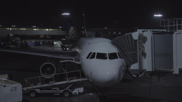 airplane - los angeles - mindre än 10 sekunder bildbanksvideor och videomaterial från bakom kulisserna