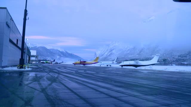 airplane parking, winter