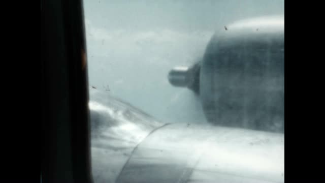 stockvideo's en b-roll-footage met airplane propeller viewed from passenger cabin window / miami streets and rooftops viewed from balcony. - propeller