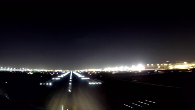 airplane take off dubai (aircraft pov shot) - inquadratura da un aereo video stock e b–roll