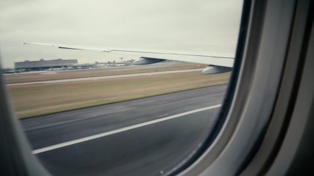vídeos de stock e filmes b-roll de airplane take off from inside - taking off