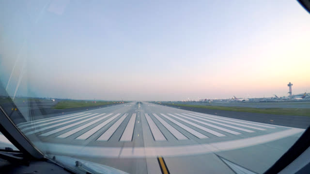 airplane take off jfk new york (pov) - inquadratura da un aereo video stock e b–roll