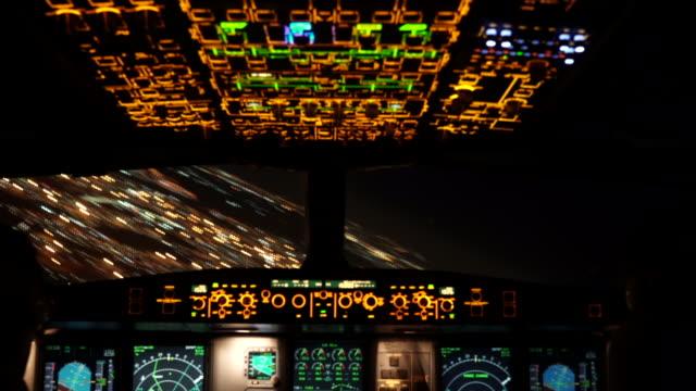 flugzeugstart johannesburg (cockpit pov) - start und landebahn stock-videos und b-roll-filmmaterial