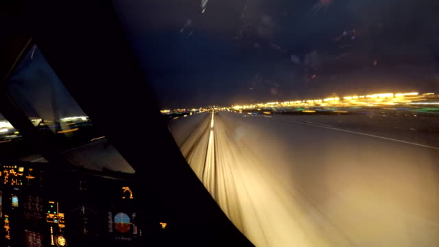 vídeos de stock e filmes b-roll de airplane take off miami dusk (aircraft pov shot) - taking off