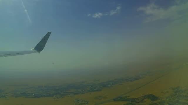 T/L'aereo decolla a aeroporto di Dubai