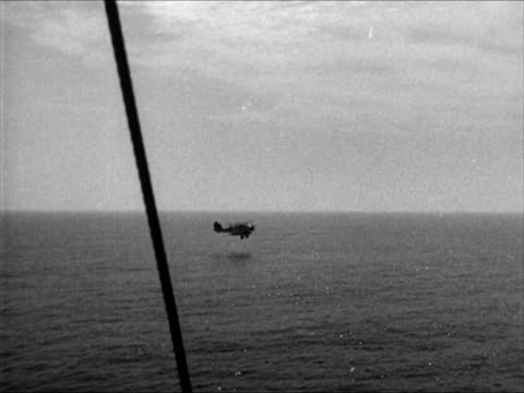vidéos et rushes de airplane taking off from carrier dipping low another airplane taking off straight out ws airplane landing on carrier bombers airplane releasing... - 1941