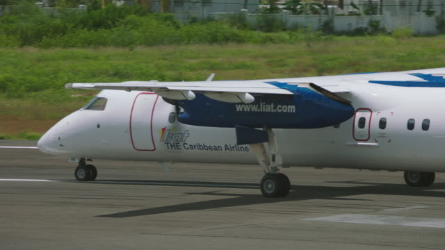 WS TS Airplane taking off from runway at SXM / St. Maarten
