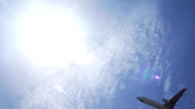 vídeos y material grabado en eventos de stock de avión despegando - menos de diez segundos