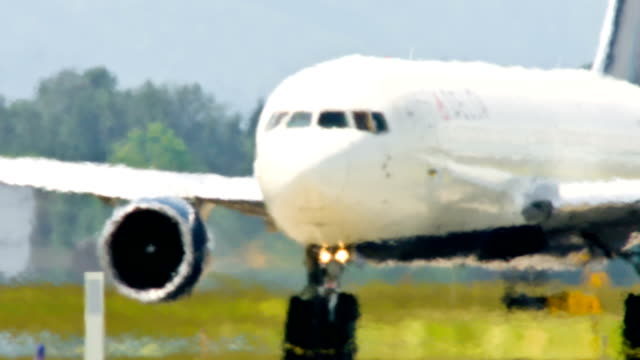 airplane taxing - landing touching down stock videos & royalty-free footage
