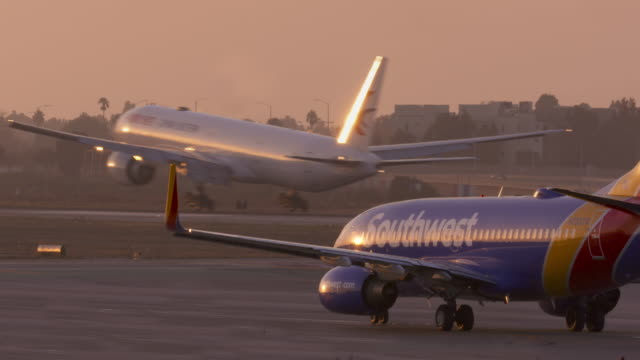 airplane touching down - southwest usa stock videos & royalty-free footage