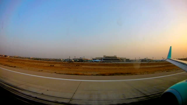 airplane touching down - lahore pakistan stock-videos und b-roll-filmmaterial
