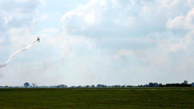 aereo e trucchi - acrobatica aerea video stock e b–roll