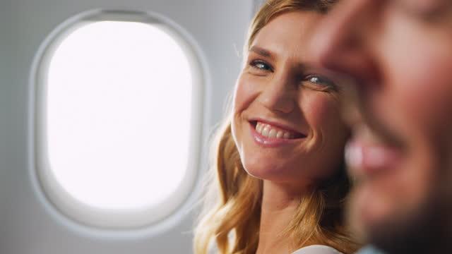 flugzeugfenster - flugpassagier stock-videos und b-roll-filmmaterial