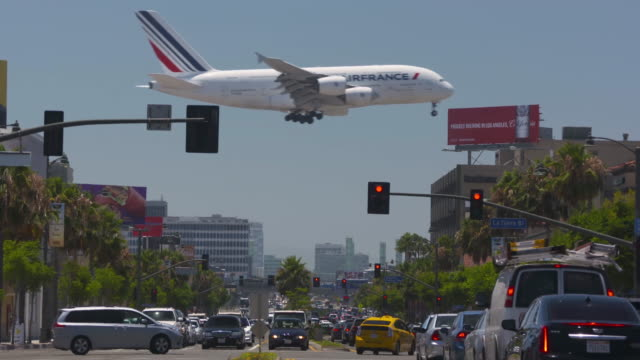 airplanes and the city - air vehicle stock videos & royalty-free footage