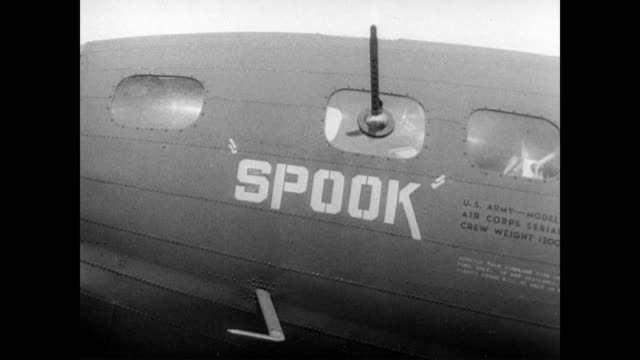 vídeos de stock e filmes b-roll de / airplanes at henderson field / cu noses with grafitti names on them 'spook' 'boomerang' 'leis lady' / airplane in sky airplanes at guadalcanal... - bumerangue