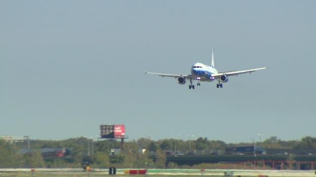 Airplanes Landing