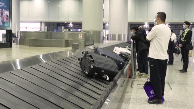 airport baggage conveyor - arrival stock videos & royalty-free footage