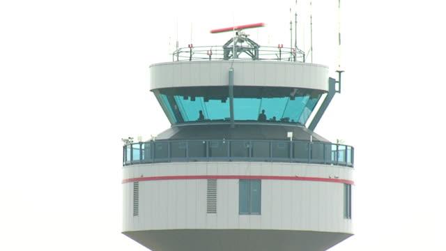 vídeos y material grabado en eventos de stock de aeropuerto, torre de control, sec - torre de control de circulación aérea