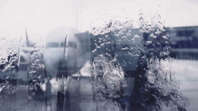 stockvideo's en b-roll-footage met luchthaven vertraging door slecht weer te regenen - air vehicle