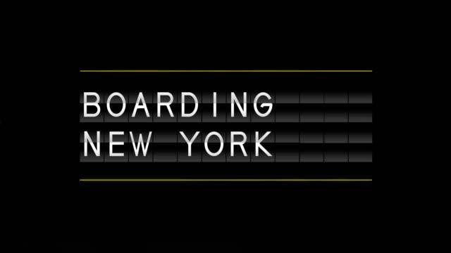 vídeos y material grabado en eventos de stock de junta de salida de aeropuerto y embarque de nueva york - señal de información