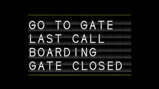 vídeos y material grabado en eventos de stock de junta de salida de aeropuerto - señal de información
