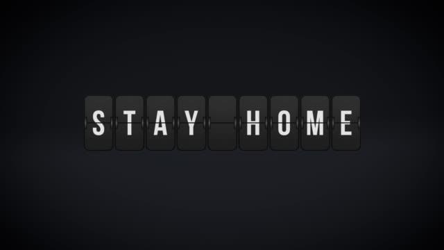 vídeos y material grabado en eventos de stock de la junta de airport depature escribe estancia en casa en resolución 4k - tabla de llegadas y salidas