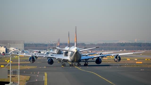 airport during the corona crisis, frankfurt am main, hesse, germany - krise stock-videos und b-roll-filmmaterial