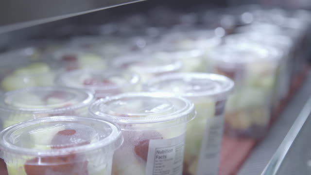 airport food - los angeles - プラスチック容器点の映像素材/bロール