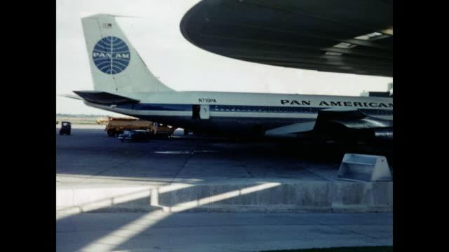 vidéos et rushes de 1960 jfk airport home movie - pan american airlines - - 1960