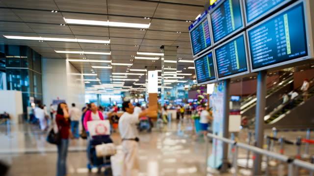 vídeos y material grabado en eventos de stock de aeropuerto de la terminal de pasajeros - señal de información