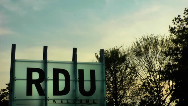 空港の標識 - ノースカロライナ州点の映像素材/bロール