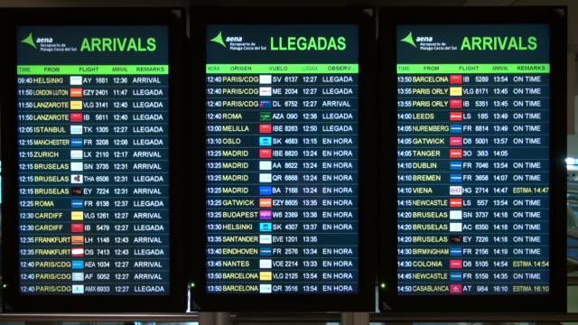 airport signs at malaga airport - 発着案内板点の映像素材/bロール