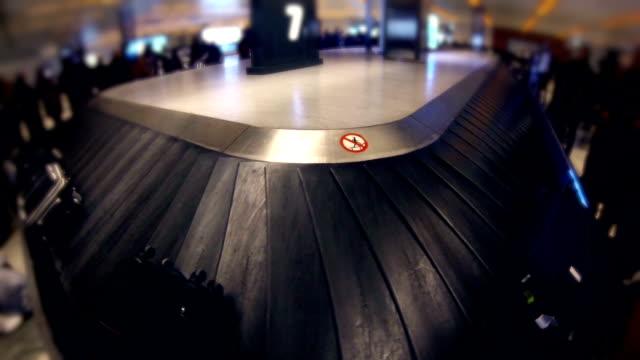 airport terminal baggage carousel - grind bildbanksvideor och videomaterial från bakom kulisserna