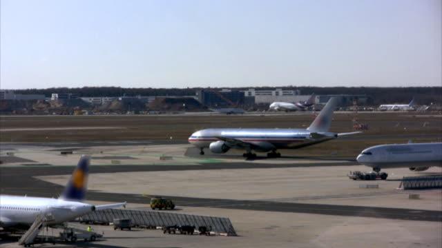 Flughafen timelapse, jets Richtung take-off-position (HD, PAL, NTSC