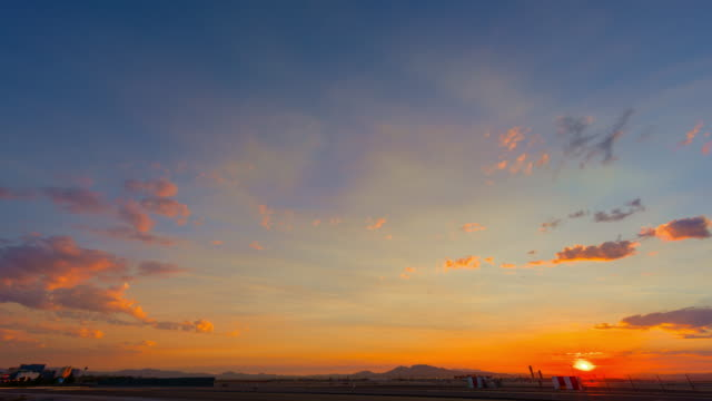 Flughafen-Verkehr in der Morgendämmerung