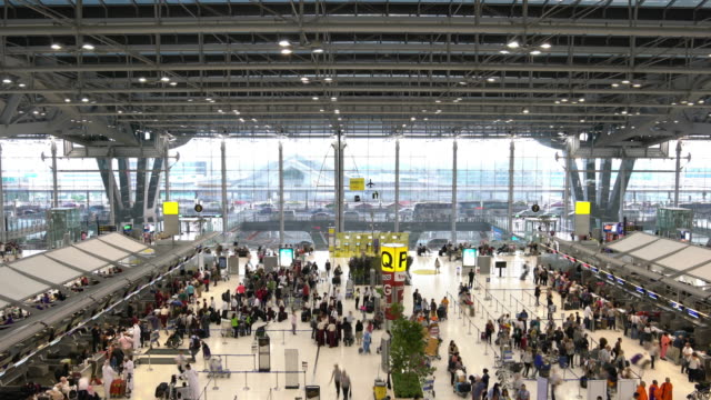 4K VDO: luchthaven reizigers mensen