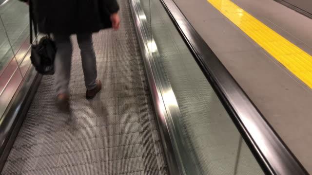 空港の歩道 - 歩道点の映像素材/bロール