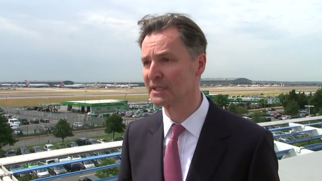 airports commission report backs third runway for heathrow john hollandkaye interview sot boris johnson mp standing alongside other ministers opposed... - バッジ点の映像素材/bロール