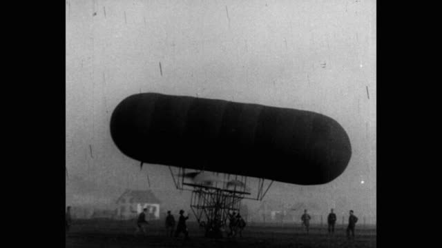 airship with dual helicopter propellers - 飛行船点の映像素材/bロール
