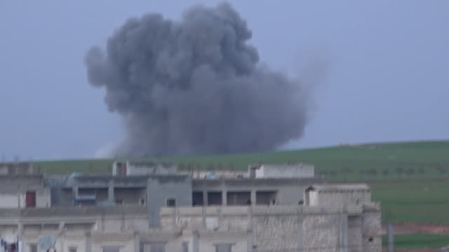 stockvideo's en b-roll-footage met airstrikes have reportedly killed 14 civilians including women and children and injured 30 others in syria's idlib deescalation zone an official of... - midden oosten