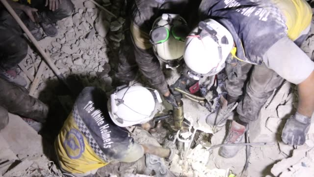vídeos de stock e filmes b-roll de airstrikes on oppositionheld idlib province in northwestern syria killed 25 civilians the syrian civil defense said on friday the strikes were... - ataque aéreo