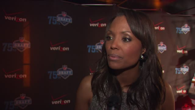 aisha tyler talking about a cause she's working with, her pilot she did for cbs, doing commentary on larry king, how she's a 49ers fan and her... - philadelphia eagles stock videos & royalty-free footage