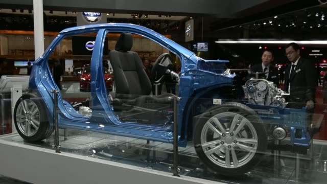 aisin seiki co auto products are displayed at the 43rd tokyo motor show 2013 in tokyo japan on thursday nov 21 an employee demonstrates the 6speed... - day 2 stock videos & royalty-free footage
