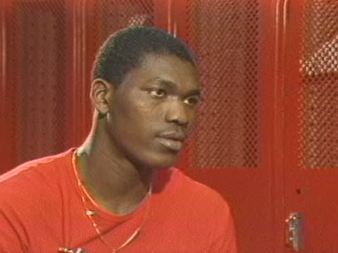"stockvideo's en b-roll-footage met akeem ""the dream"" olajuwon discusses going back to nigeria. - sport"